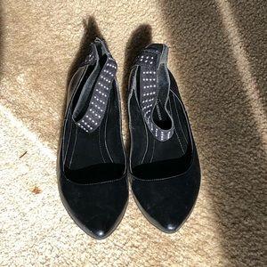 BCBGeneration sz 7.5 black point toe w ankle strap